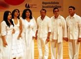 チャリティーコンサートで「上を向いて歩こう」を歌うアカペラ・グループのボスエンプント(Voz en Punto)=メキシコ市で2011年3月27日、國枝すみれ撮影
